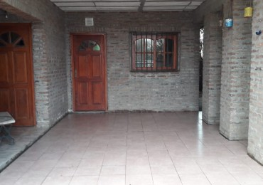 Casa en Funes. Dos plantas. 4 dormitorios. Terraza techada. Patio. Parrillero. Cochera. Financiación. Barrio Villa del Sol