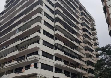 Impecable semipiso - Un dormitorio - Balcón, ventilación cruzada - Cocina y baño reciclado a nuevo - Paseo del siglo. Cordoba y Dorrego