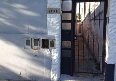 Pasillo a reciclar - Dos dormitorios, dos baños, comodín, patio - Techos altos