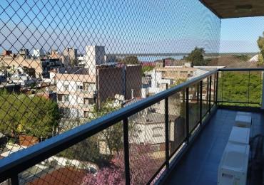Depto de categoria - Tres dormitorios - Balcon al frente vista al rio - Lavadero - Cochera y baulera - Montevideo 121